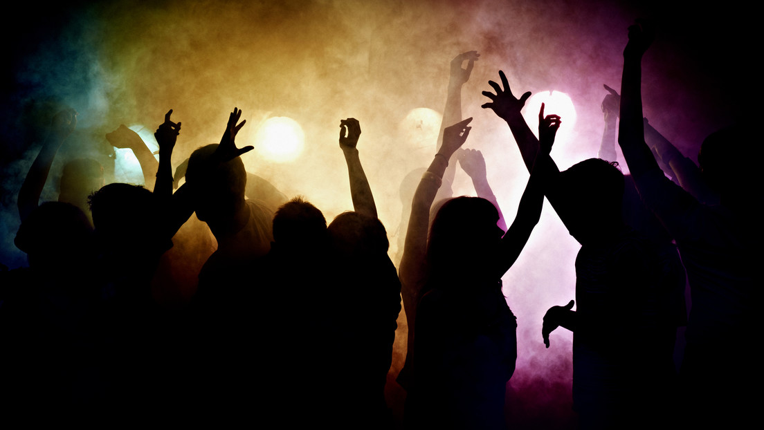 Alertan por foco de contagios en reuniones y fiestas clandestinas