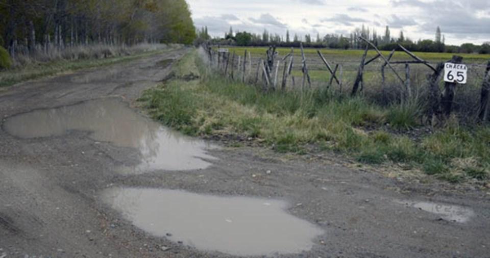 Rawson apuntala un consorcio de productores y busca resolver aguas 'blancas' y 'negras'