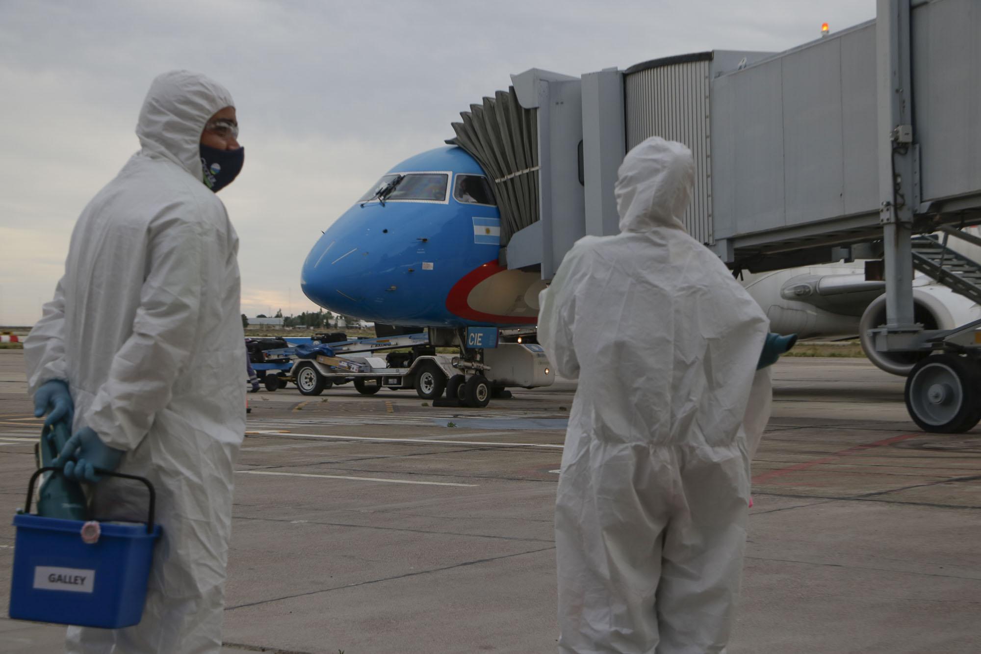 Arribó a Trelew el primer vuelo de Aerolíneas Argentinas con 60 pasajeros