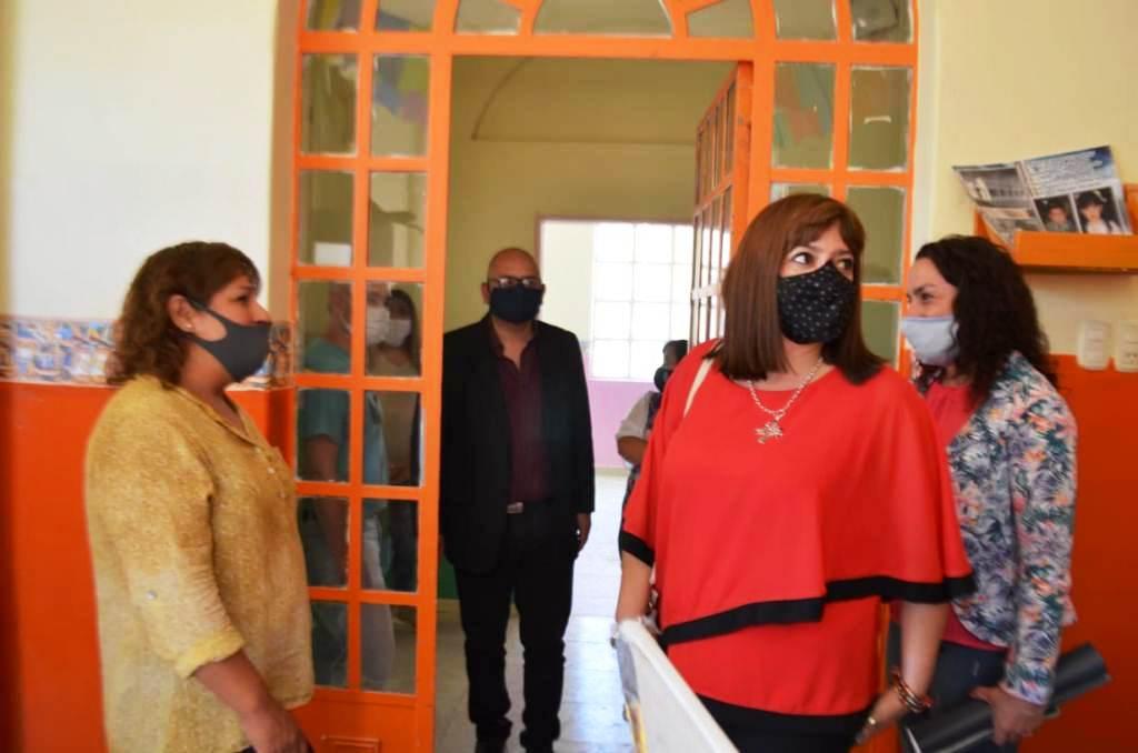 Perata se reunió con cooperativas que realizan tareas de mantenimiento en las escuelas