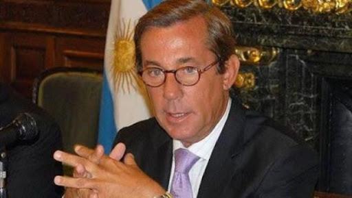 Alberto echó al embajador en China porque se fue de vacaciones en medio de la negociación por la vacuna