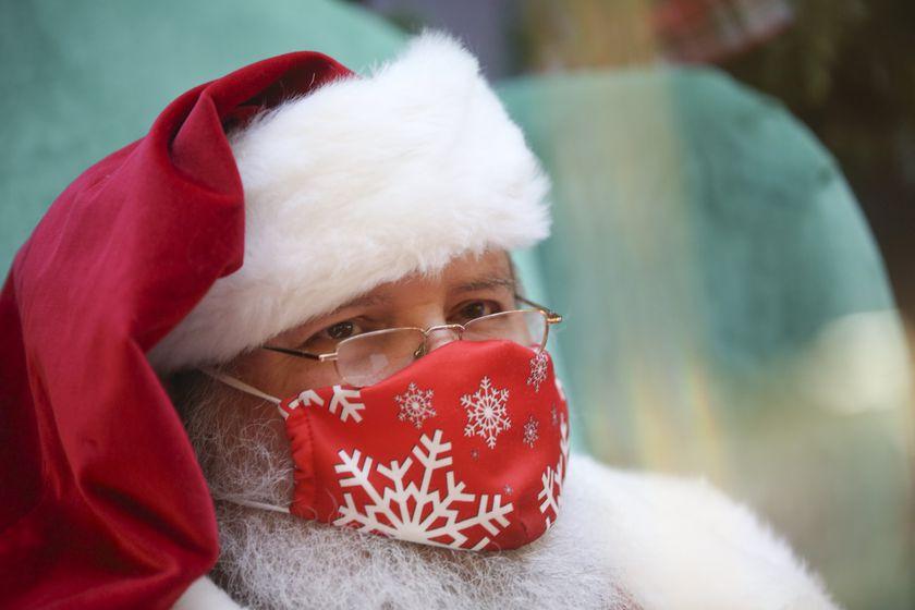 De película: Papá Noel contagió de coronavirus a más de 60 ancianos en un geriátrico