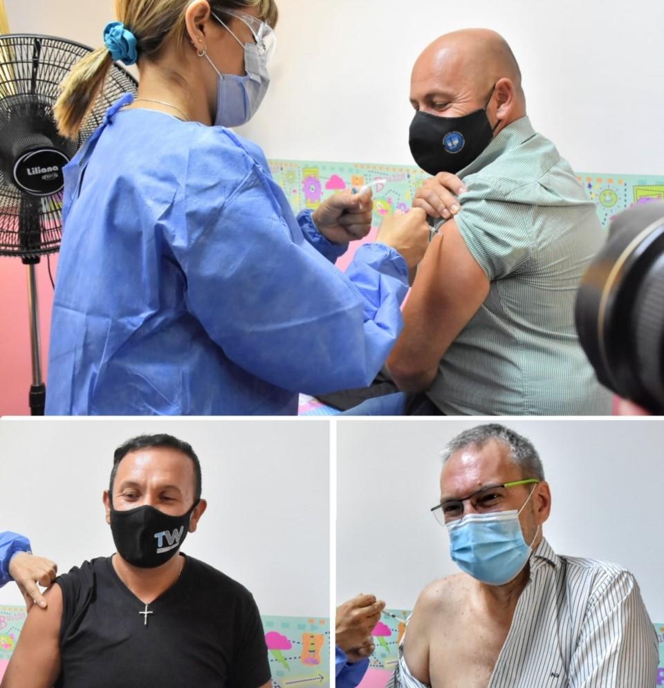 Placebos políticos: Sastre, Puratich y Maderna se vacunaron primero para 'dar fe'