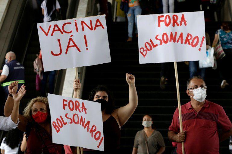 Masivo cacerolazo para pedir la renuncia de Bolsonaro por el caos sanitario