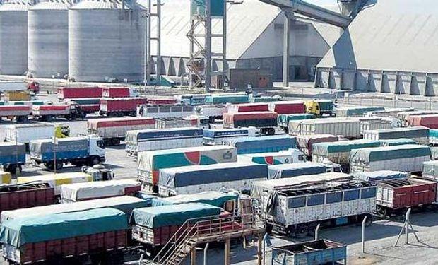 Portuarios pararon casi un mes, consiguieron aumento del 36% y dos bonos por $166 mil