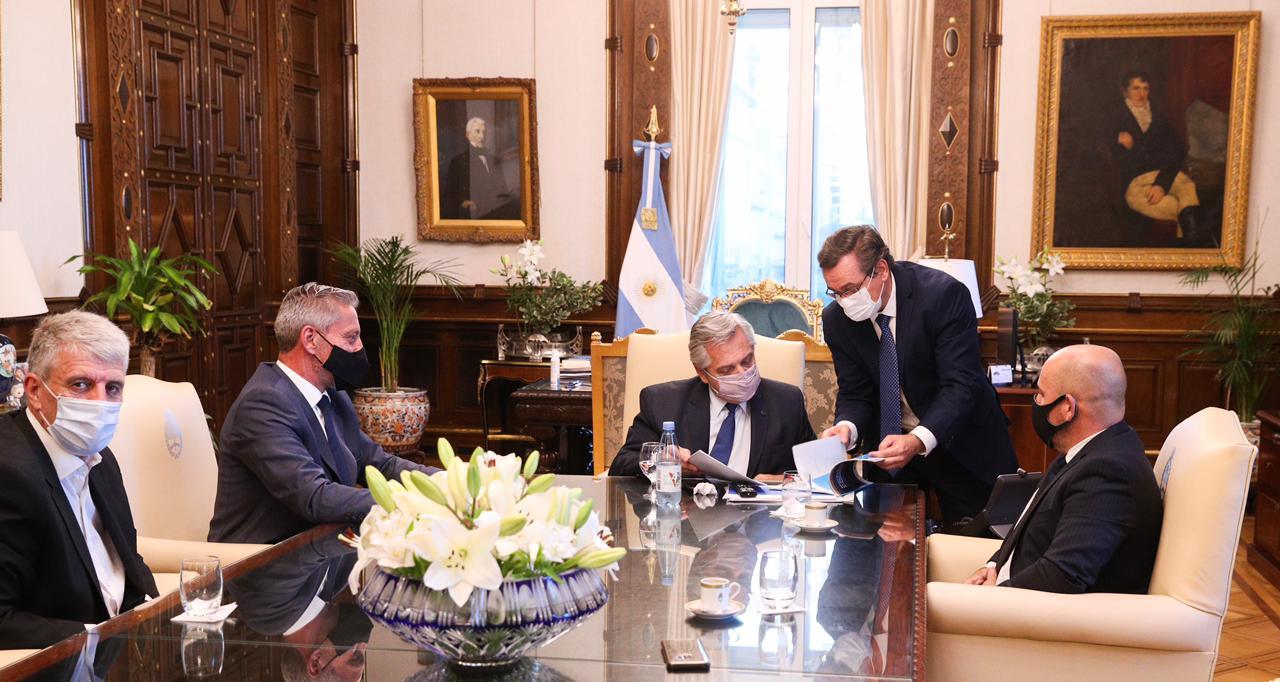 Arcioni, Sastre y Eliceche le presentaron el proyecto minero al Presidente