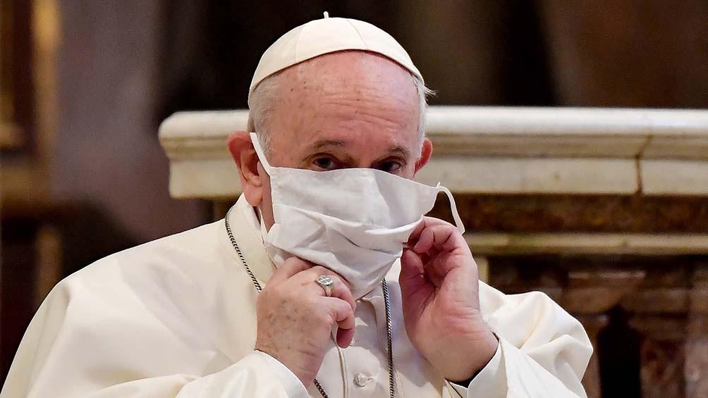 Francisco se vacunará la semana próxima y criticó el «negacionismo suicida»