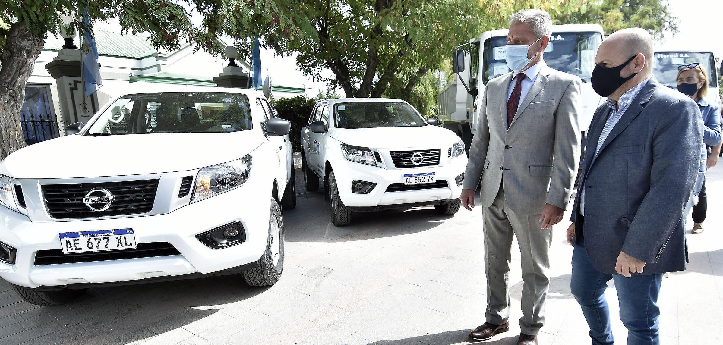 Con créditos blandos de Provincia, trece Comunas rurales compraron vehículos
