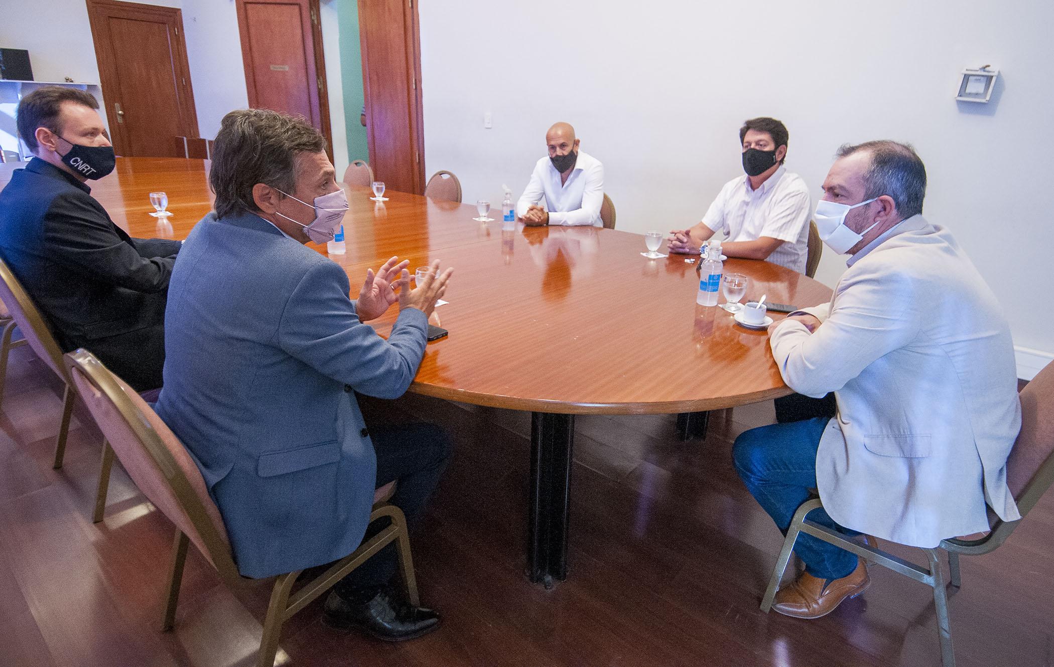 Grazzini se reunió con funcionarios de la Comisión Nacional de Transporte para analizar situación y protocolos