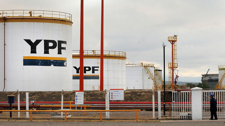 Petróleo: Según Bloomberg, las ambiciones de YPF en Vaca Muerta «penden de un hilo»