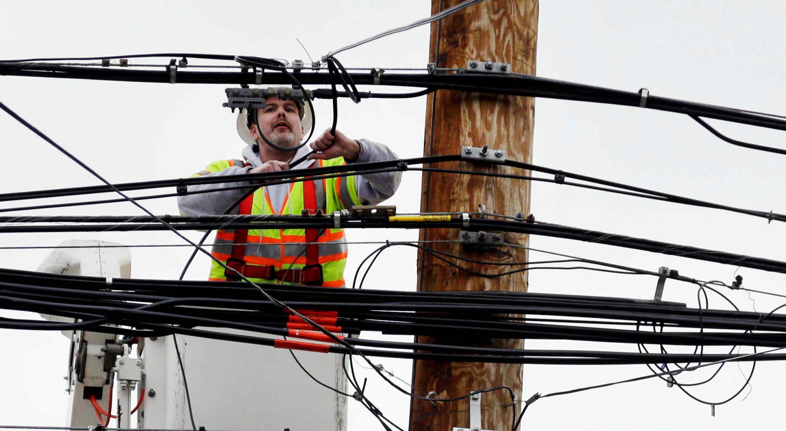 El ENRE ordenó a las distribuidoras de energía no cortar los servicios por falta de pago