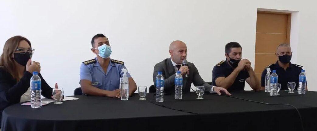 Massoni afirma que identificaron quien robó las vacunas, y trata de sortear el conflicto con Camioneros