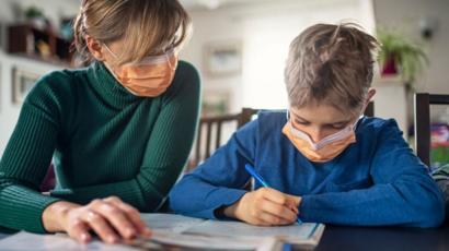 Los trabajadores con hijos a cargo tendrán «justificada» la inasistencia al trabajo cuando haya clases no presenciales