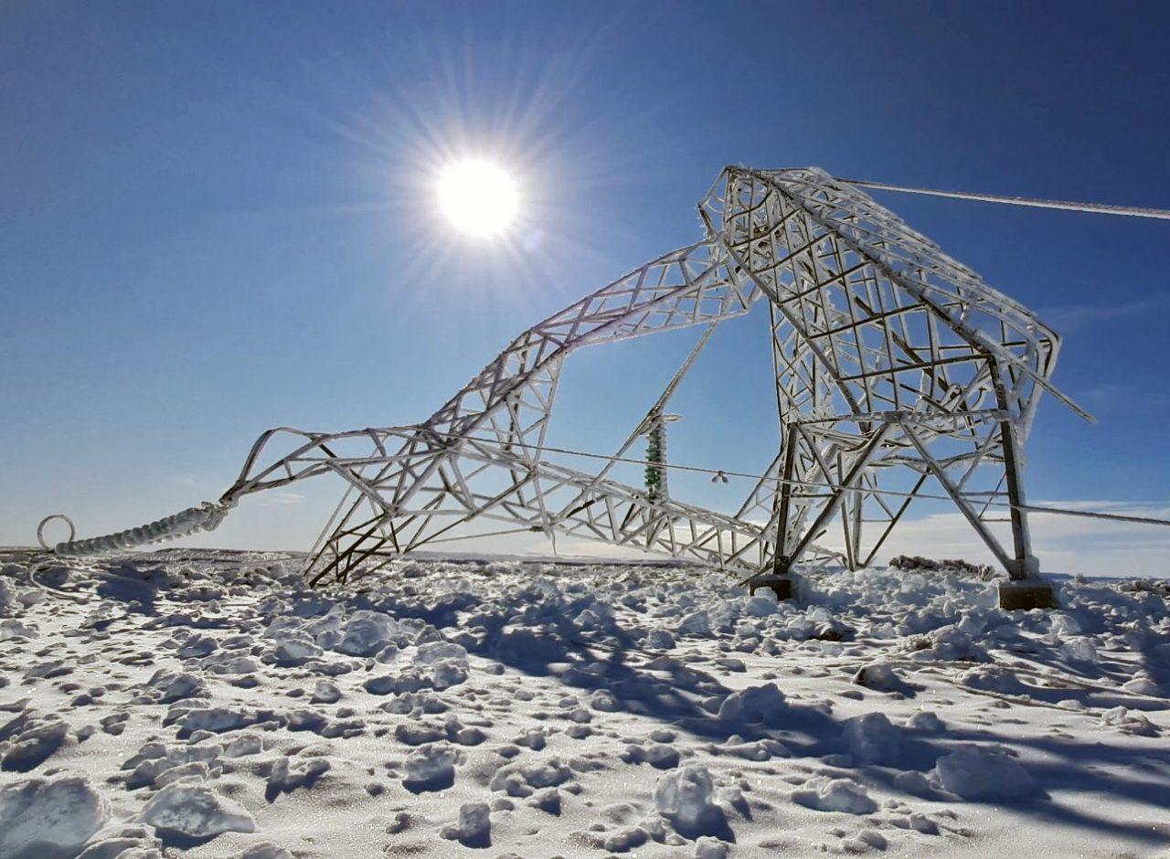 Energía: Restaurarán la línea que abastece a Aluar inutilizada por el temporal de nieve en Chubut