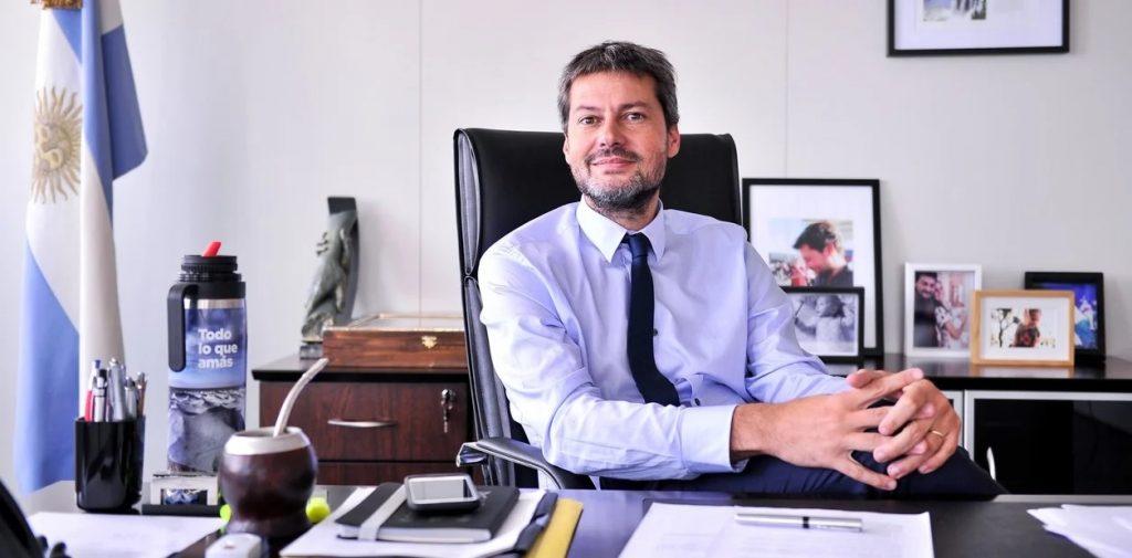 Promoción turística 'dudosa': Lammens gastó 280 mil dólares mensuales de auspicios en Europa