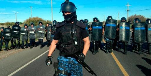Derechos Humanos: Presionan a Arcioni para que derogue protocolos policiales