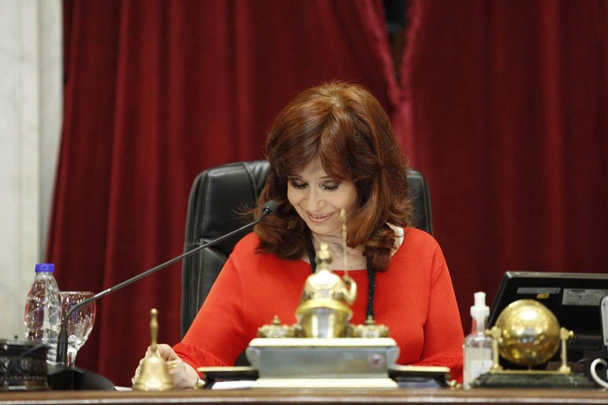 Cristina Kirchner prorrogó por 60 días las sesiones mixtas en el Senado