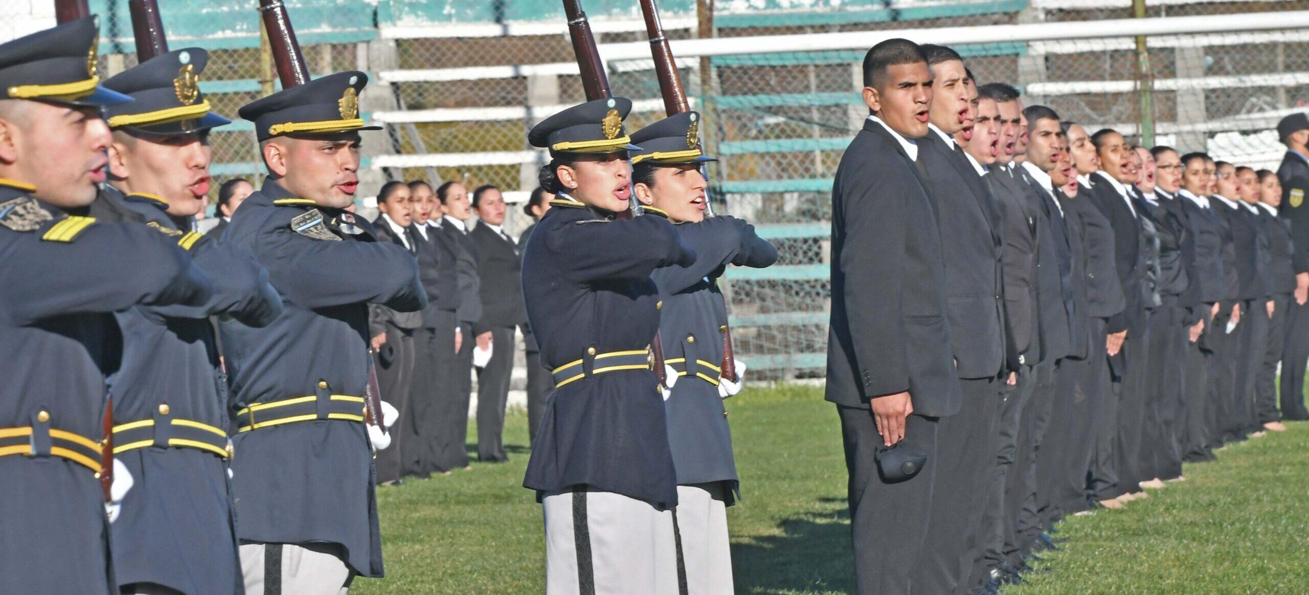 Día de la Bandera: Arcioni tomó juramento de lealtad a 170 cadetes de la Policía del Chubut