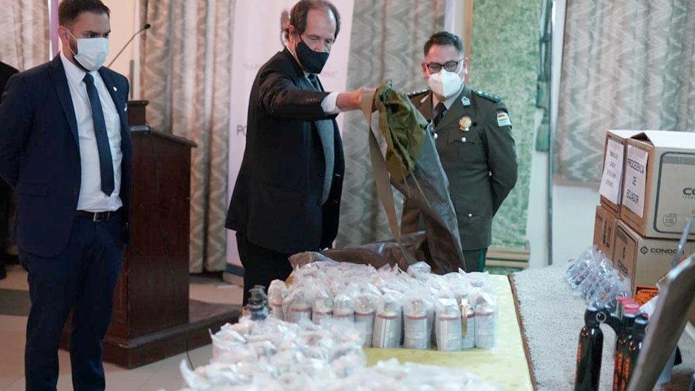 Bolivia exhibió las municiones encontradas y habla de «tráfico ilegal» desde Argentina