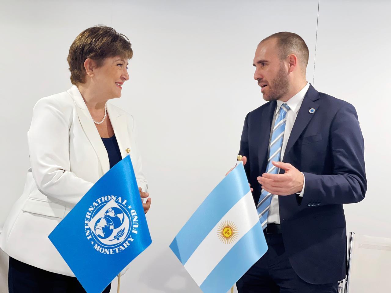 Argentina acelera el acuerdo con el FMI: aceptarían 10 años de plazo y «condiciones más estrictas»