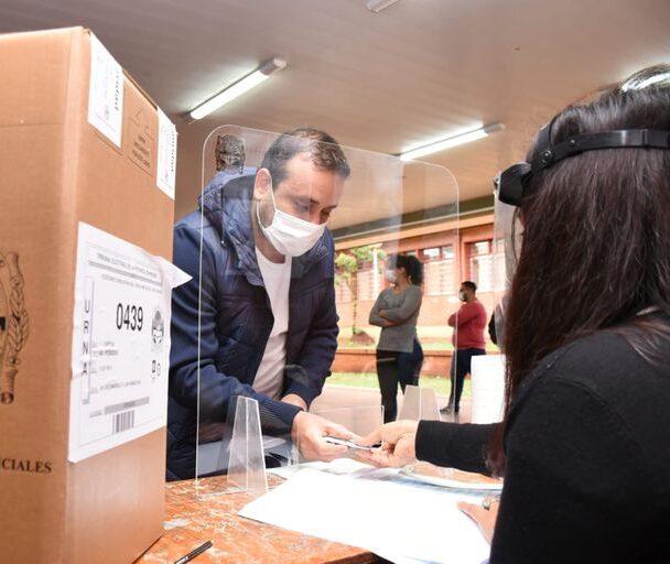 La Cámara Electoral volvió a pedir que todas las autoridades de mesa tengan la vacuna, barbijos y mamparas
