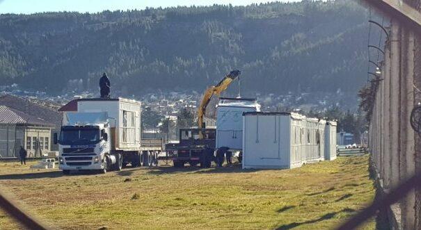 Esquel: Comenzaron a construir un hospital modular en la cárcel de seguridad