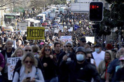 Covid-19: Masivas protestas contra los pases sanitarios y confinamientos en Europa