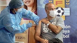 Uruguay contempla vacunar a los turistas para reactivar la temporada