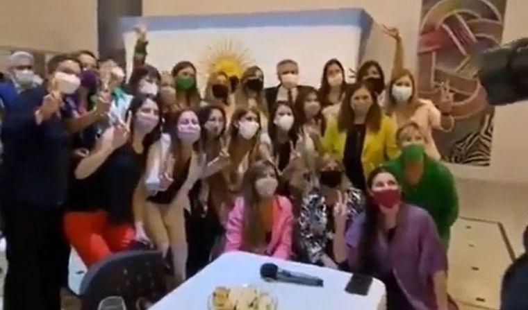 Otro escándalo: Además del cumpleaños, hubo festejo masivo de fin de año en Olivos