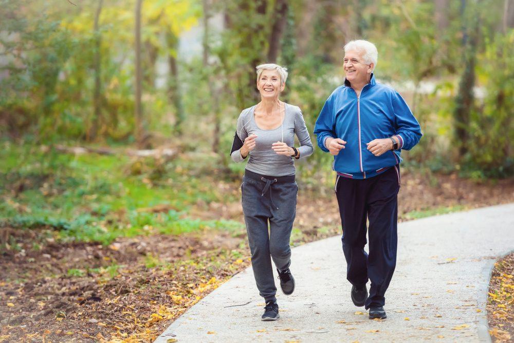 Expertos sostienen que caminar ayuda a prevenir el envejecimiento cerebral