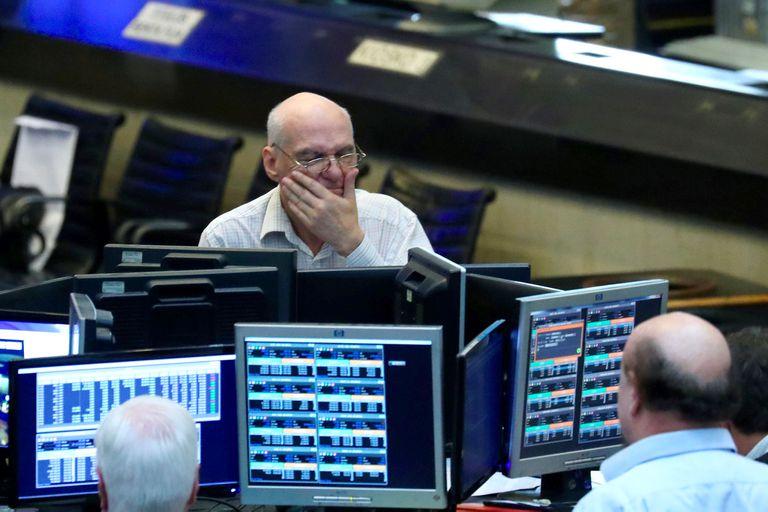 En medio de la crisis del Gobierno, cayó la Bolsa y los ADRs bajaron más de 5%